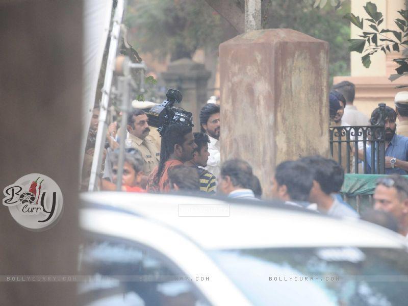 Shah Rukh Khan snapped shooting for Raees at Parsi Gymkhana at Dadar (398164) size:800x600