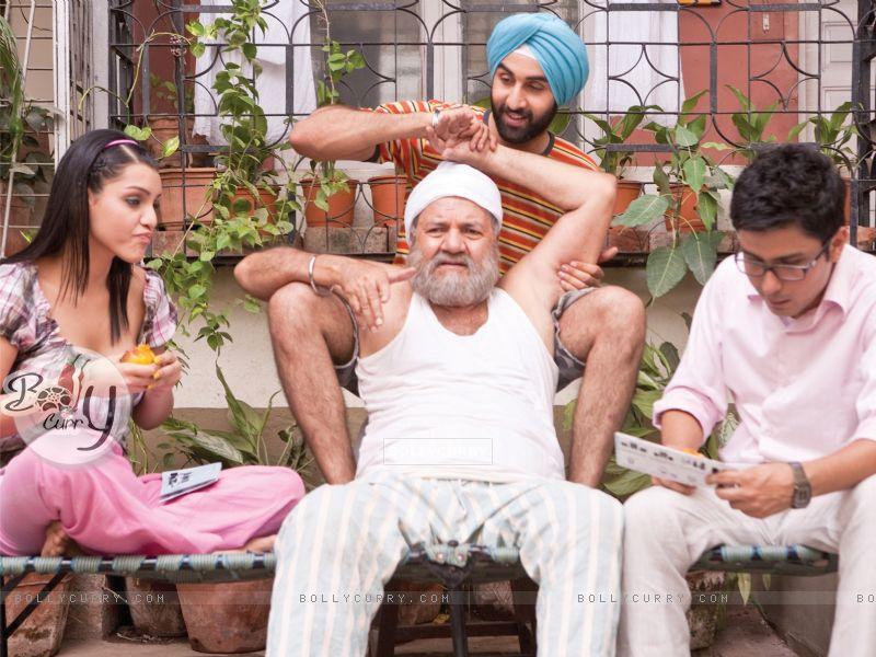Ranbir Kapoor doing massaging of Prem Chopra (40086) size:800x600