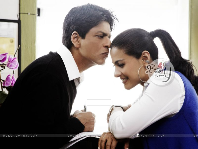 Lovable scene of Shahrukh and Kajol (40294) size:800x600