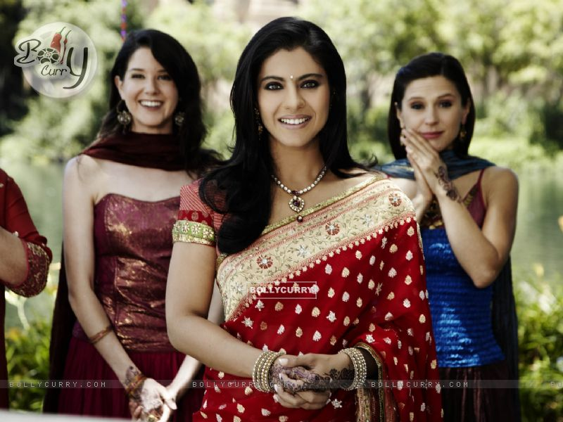 Kajol looking marvellous in red sari (40296) size:800x600