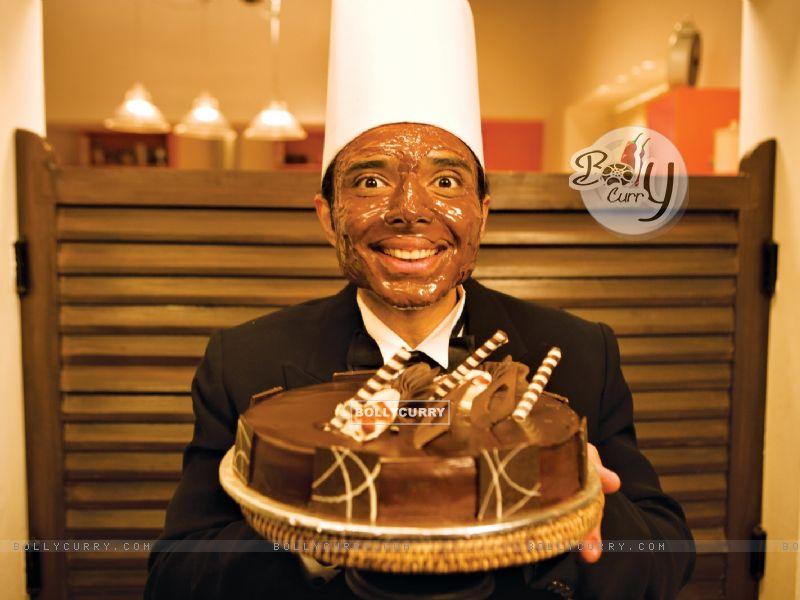 Uday Chopra with Choclate cake (40385) size:800x600