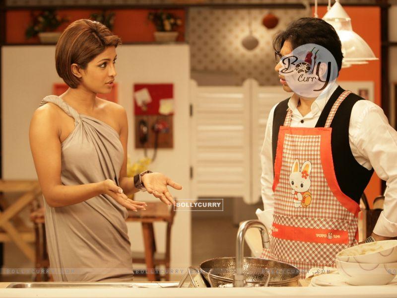 Uday Chopra talking to Priyanka (40391) size:800x600
