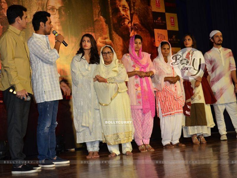 Randeep Hooda, Darshan Kumar, Aishwarya Rai Bachchan and Omung Kumar Pay Homage to Sarabjit (405182) size:800x600