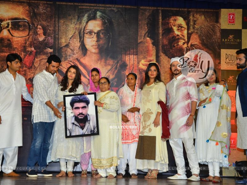 Sarabjit Team Pay Tribute to Sarabjit (405187) size:800x600