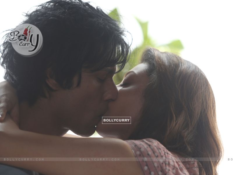 Kajal Aggarwal's first on-screen kiss with Randeep Hooda (406234) size:800x600