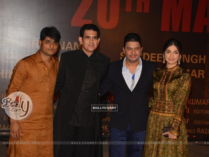 Omung Kumar and Divya Khosla at Special Premiere of 'Sarabjit' (406362) size:800x600