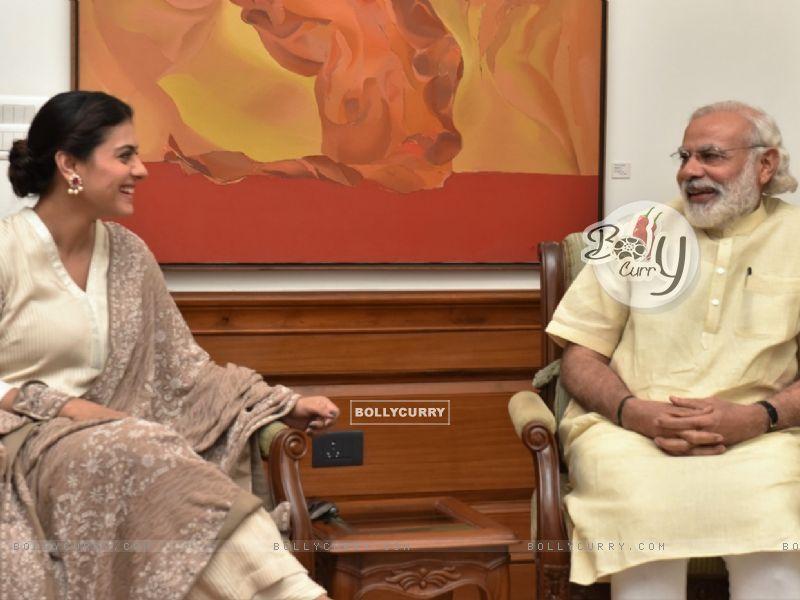 Kajol meets PM. Narendra Modi (406428) size:800x600