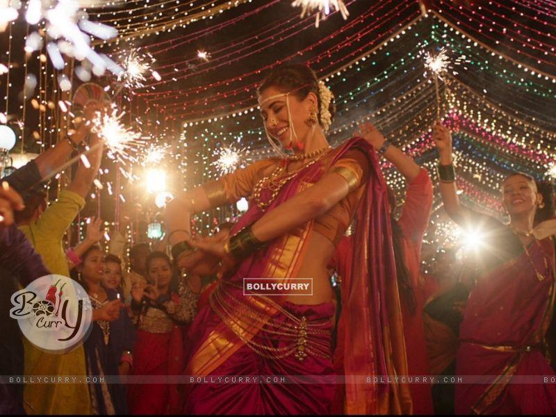 Nargis Fakhri dresses up in a Nauvari for Banjo! (407287) size:800x600