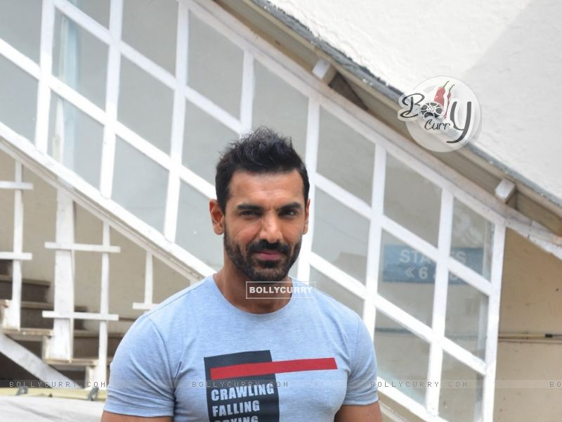 John Abraham Snapped at 'Mehboob Studio' (412313) size:800x600