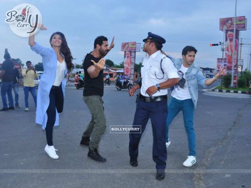 Dishoom trio John, Jacqueline and Varun turned traffic cops (413565) size:800x600