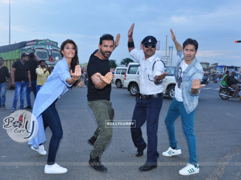 Dishoom trio John, Jacqueline and Varun turned traffic cops (413566) size:800x600