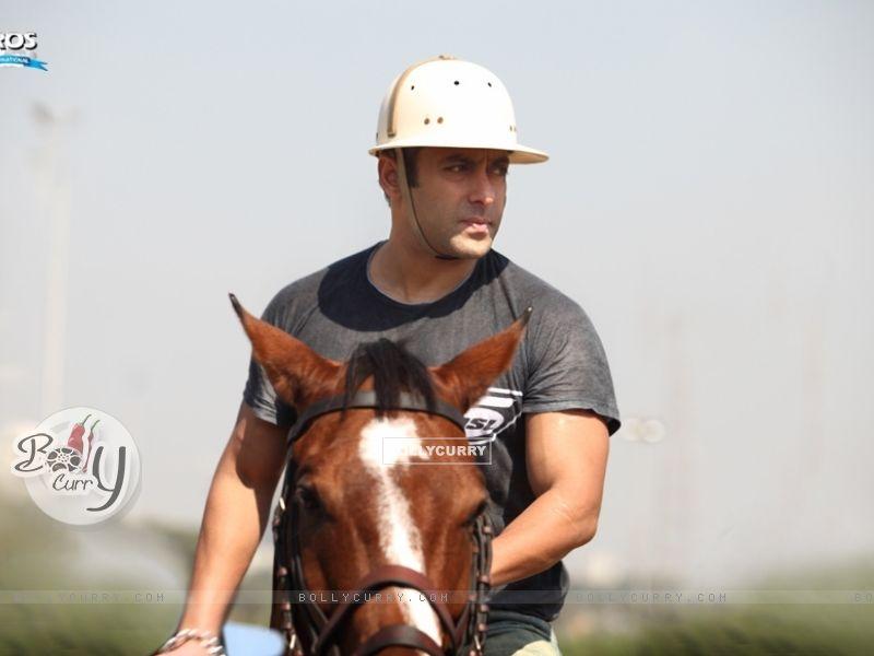 Salman Khan (41647) size:800x600