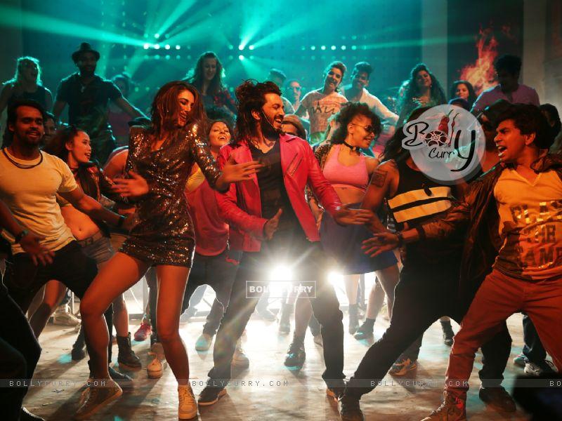 Riteish Deshmukh and Nargis Fakhri starring Banjo (418876) size:800x600