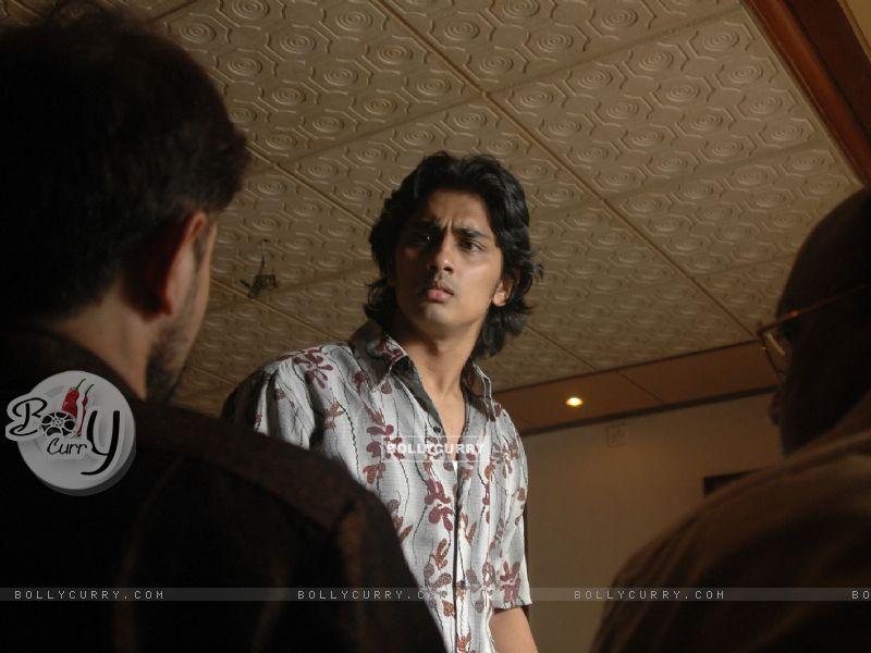 Siddharth Narayan looking worried (41938) size:800x600