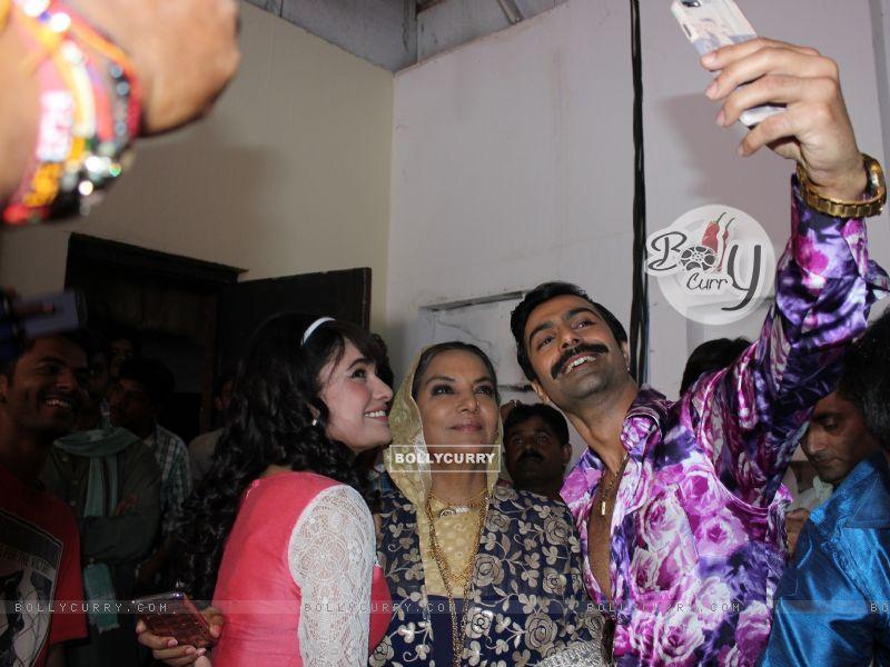 Shabana Azmi, Yuvika Chaudhary and Ashmit Patel gets a warm welcome on Amma Set (419661) size:800x600