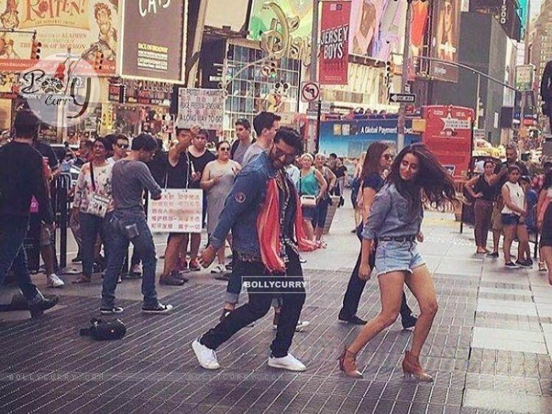 Arjun Kapoor & Shraddha Kapoor Perform at Times Square (419782) size:800x600