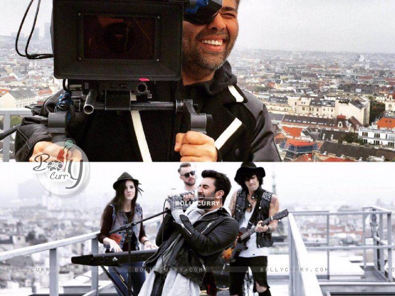 Karan Johar holds the camera for fun (420360) size:800x600