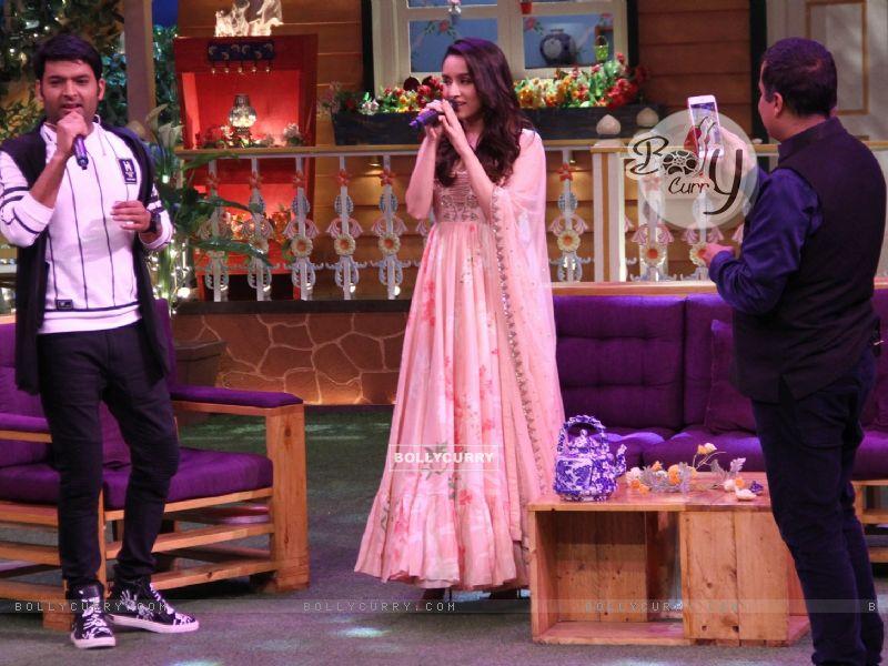 Shraddha Kapoor sings on 'The Kapil Sharma Show' (428540) size:800x600