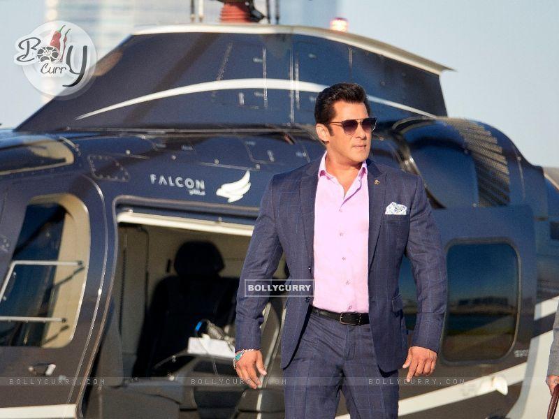 Salman Khan in Race 3 (436994) size:800x600