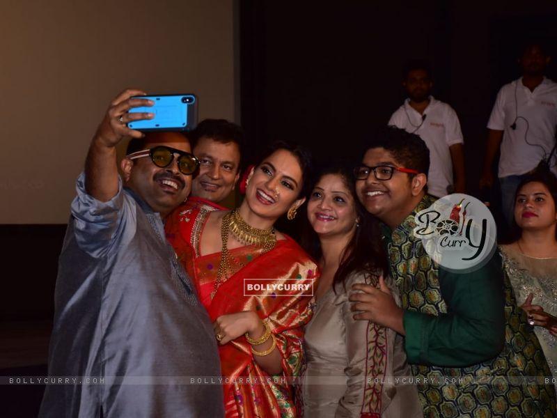 Shankar Mahadevan and Kangana Ranaut at Manikarnika trailer launch (441792) size:800x600