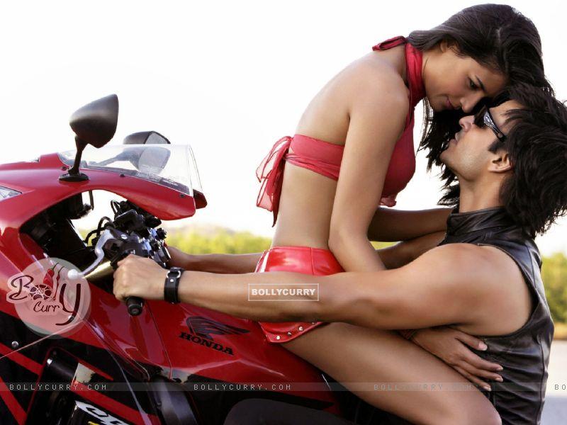 Vivek Oberoi with Aruna Sheild (57123) size:800x600
